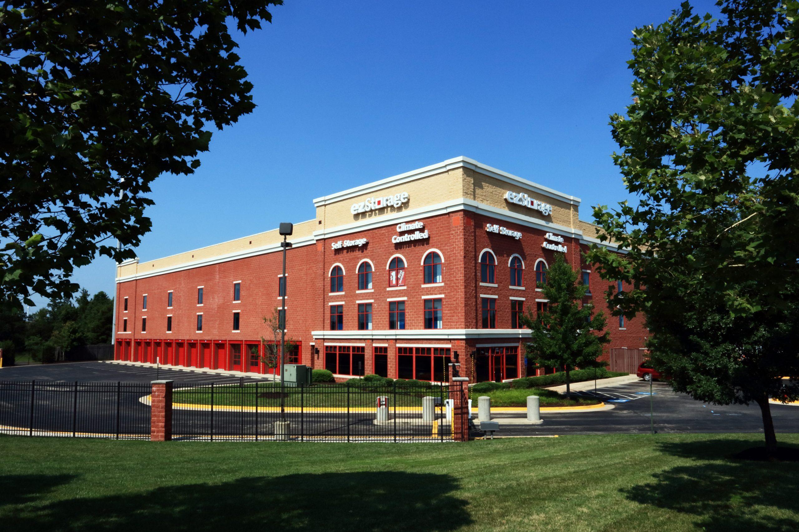 Exterior Photograph of Ez Storage Facility in Chantilly, Virginia